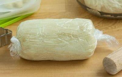 дрожжевое тесто можно не на долго хранить в холодильнике
