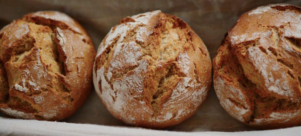 способов как сохранить свежий хлеб очень много