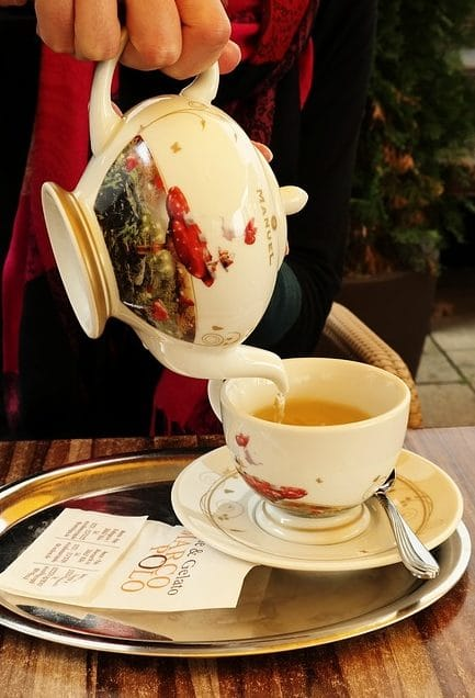 заваренный чай не хранится долго