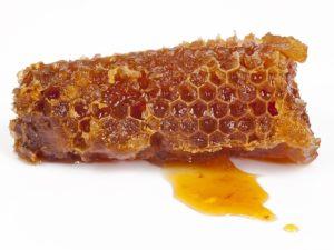 мед в сотах не может хранится более трех лет